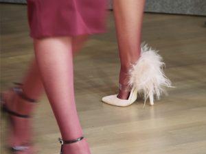Zapato con plumas