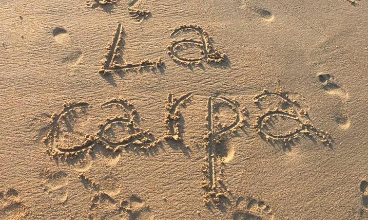 La Carpa escrito en la arena